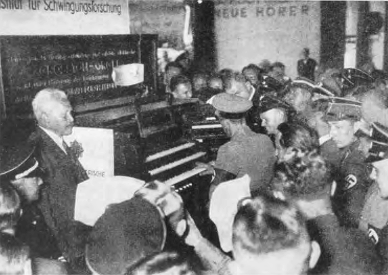 Jospeh Goebels tries the Grosstonorgel. HHI Berlin 1935.